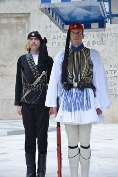 Pontos-News.GR | Σείστηκε το Σύνταγμα στην αλλαγή φρουράς με Πόντιους εύζωνες! Εκπληκτικές φωτογραφίες