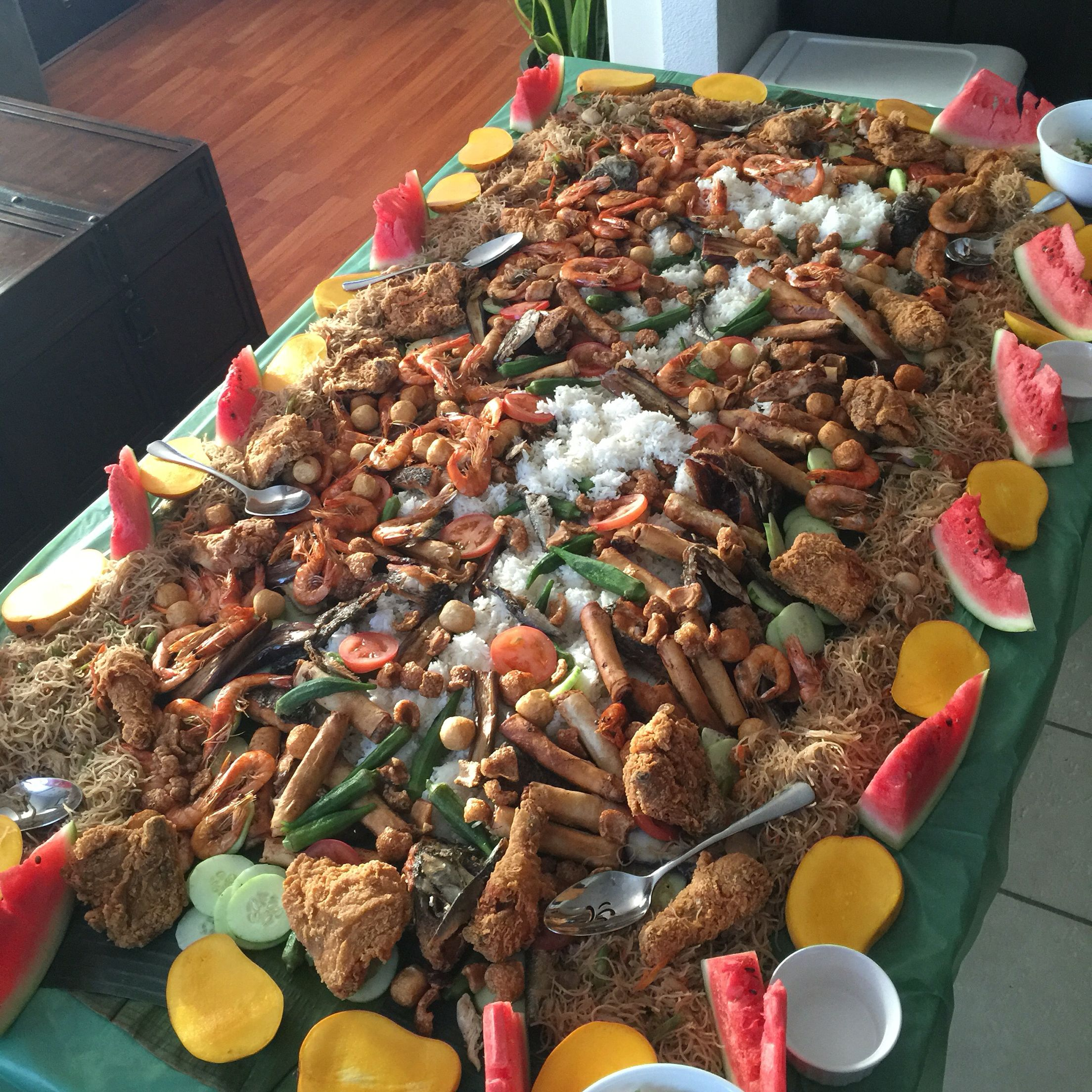 Boodle Fight 🐷😋 #foodfoodfood
