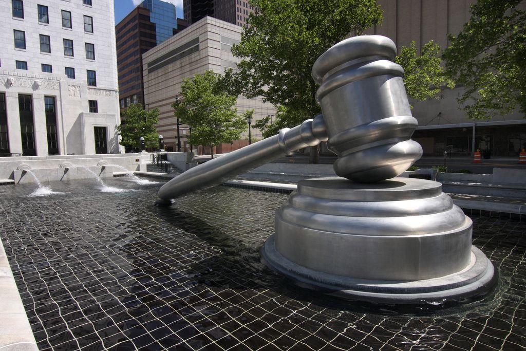 El Tribunal Supremo ha dictado dos sentencias sobre la validez en juicio de mensajes de redes sociales y el acceso a contenidos de menores sin su permiso.
