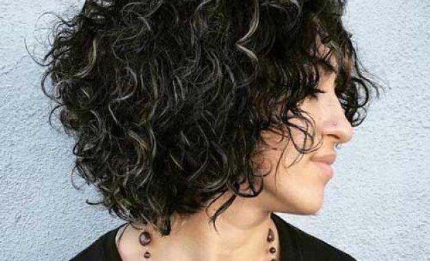 Die Letzte Naturlocken Kurz Frisuren Die Sie Wollen Um Zu Versuchen Bob Frisur Lockiges Haar Kurzhaarfrisuren Frisuren Fur Lockiges Haar