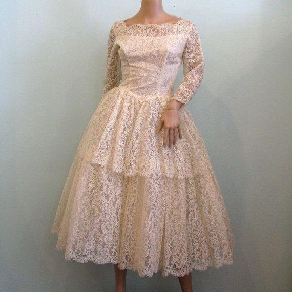 1950s TEA LENGTH Lace Wedding Gown // XS
