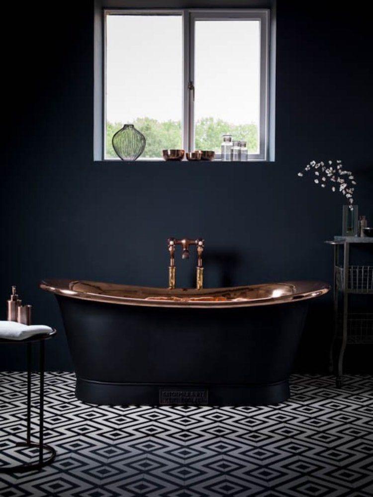 Salle de bain noire - avantages, inconvénients et 20 idées de