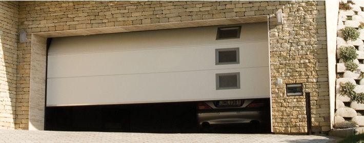 La Porte De Garage Sectionnelle La Qualite A Prix Competitif Porte De Garage Sectionnelle Porte Garage Menuiserie