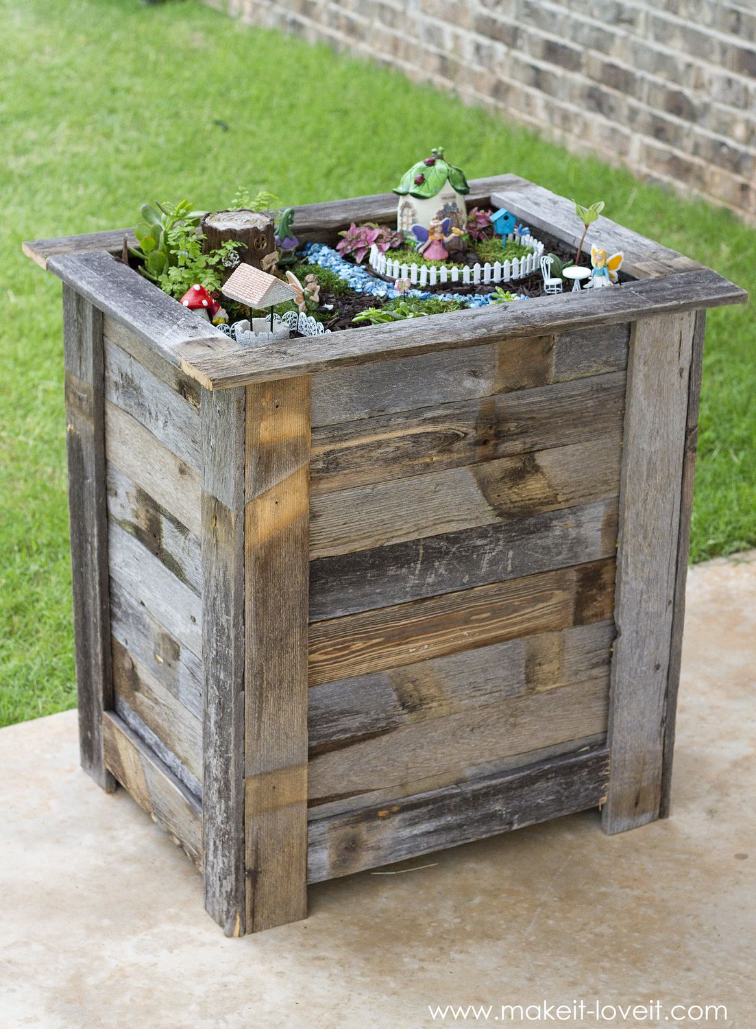 Diy Reclaimed Wood Planter Box For An Upright Fairy Garden Www Makeit Loveit