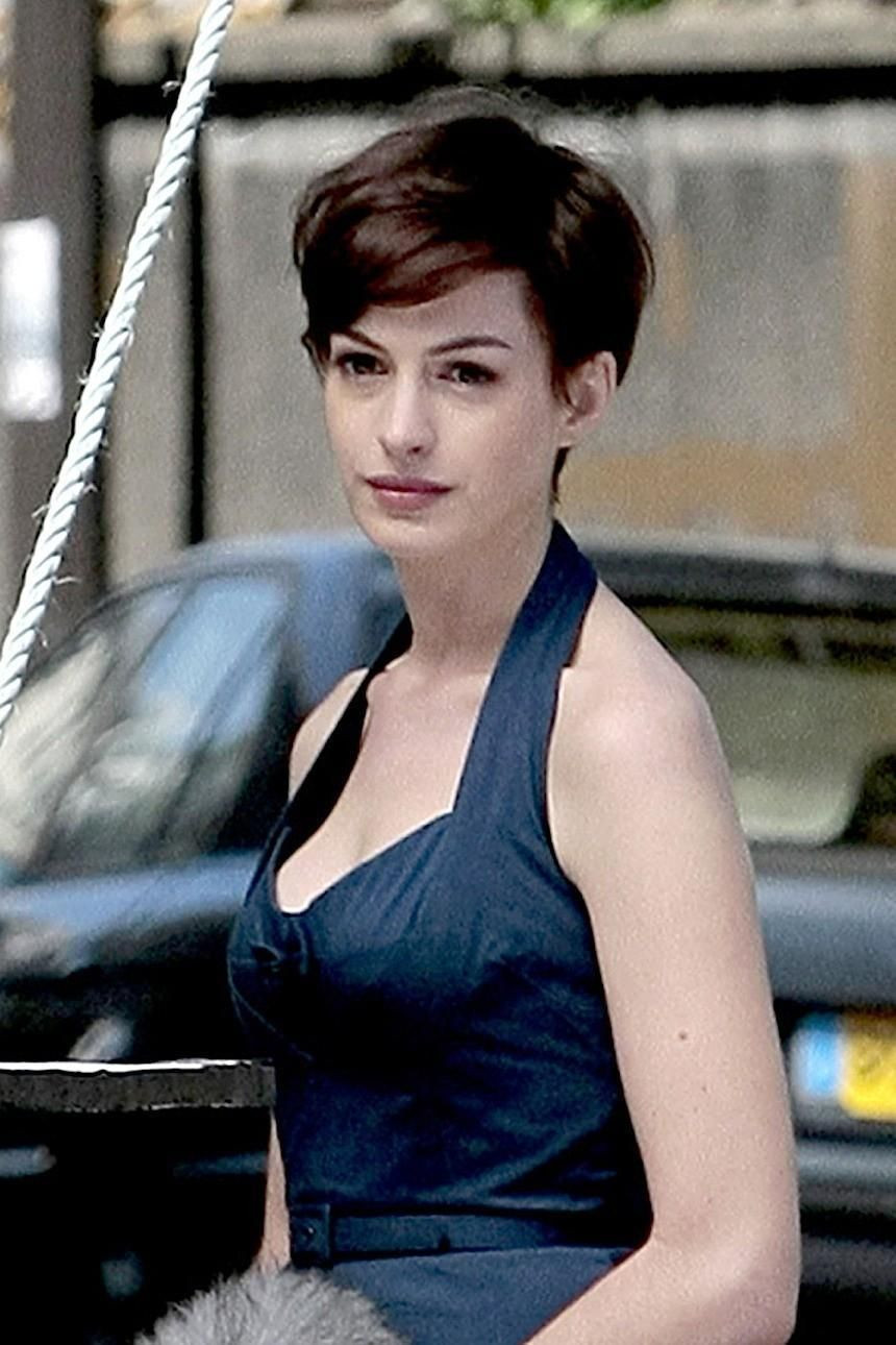 Anne Hathaway One Day Short Hair Hair Short Hair Styles Anne Hathaway Short Hair Really Short Haircuts