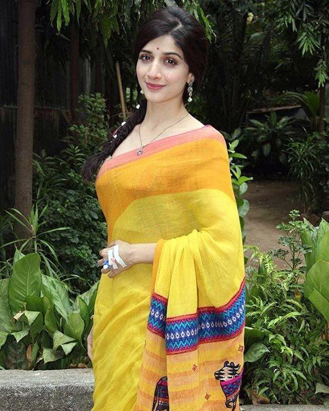 Hot Pakistani Actress Mawra Hocane In Yellow Saree -3415