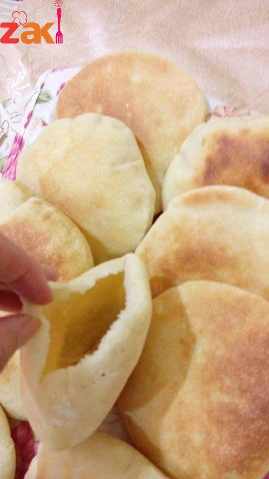 اللي مشتهية خبز البيت تعالي أعملك طريقة الخبز البيتي على أصوله زاكي Arabic Food Food Receipes Food Recipies