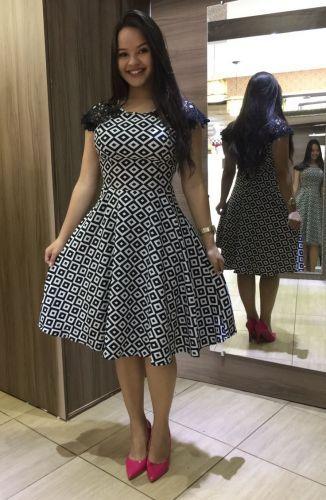 bfee8c3195 Vestido Classico confeccionado em Bengaline com elastano