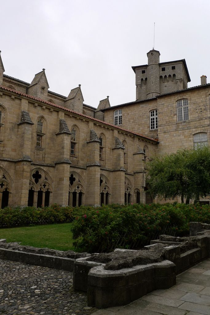 Abbatiale St Robert La Chaise Dieu Haute Loire France House Styles France Mansions