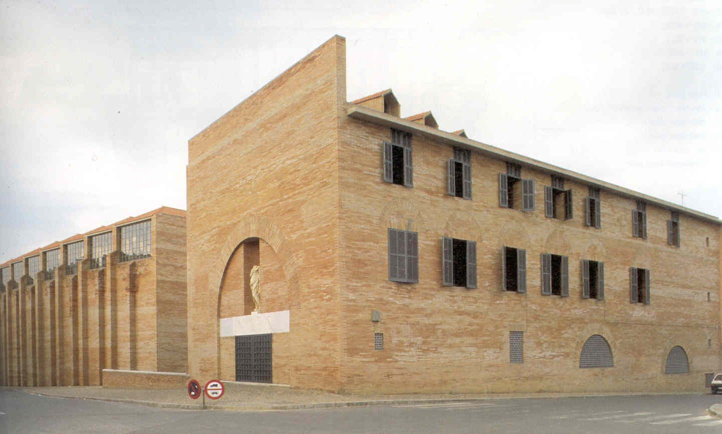 Rafale Moneo, the Roman Art National Museum in Merida, Spain  Architecture a...