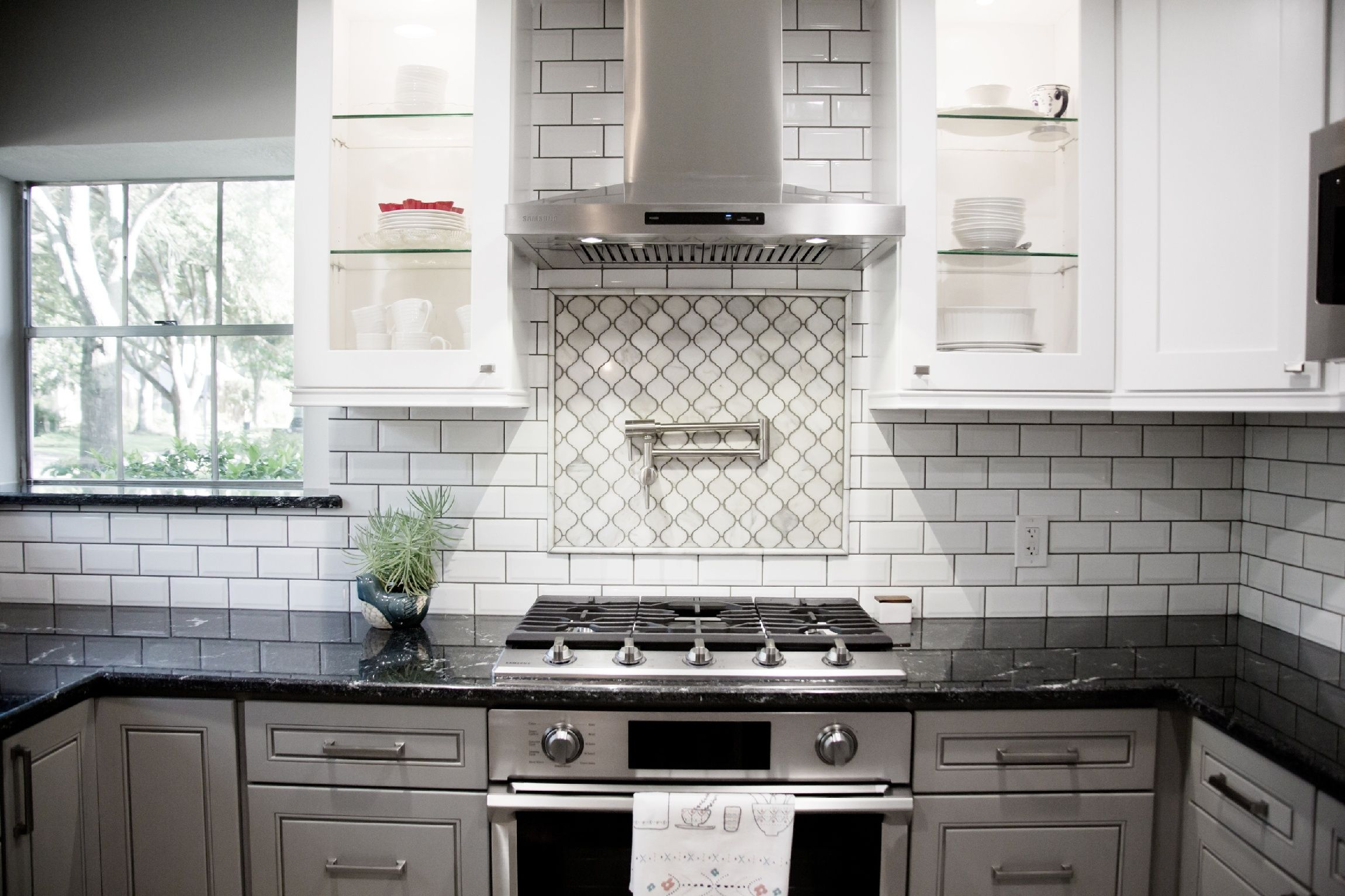 Embrace Contrast For A Striking Design Statement By Incorporating A Clean  White Backsplash, Intricate Mosaic