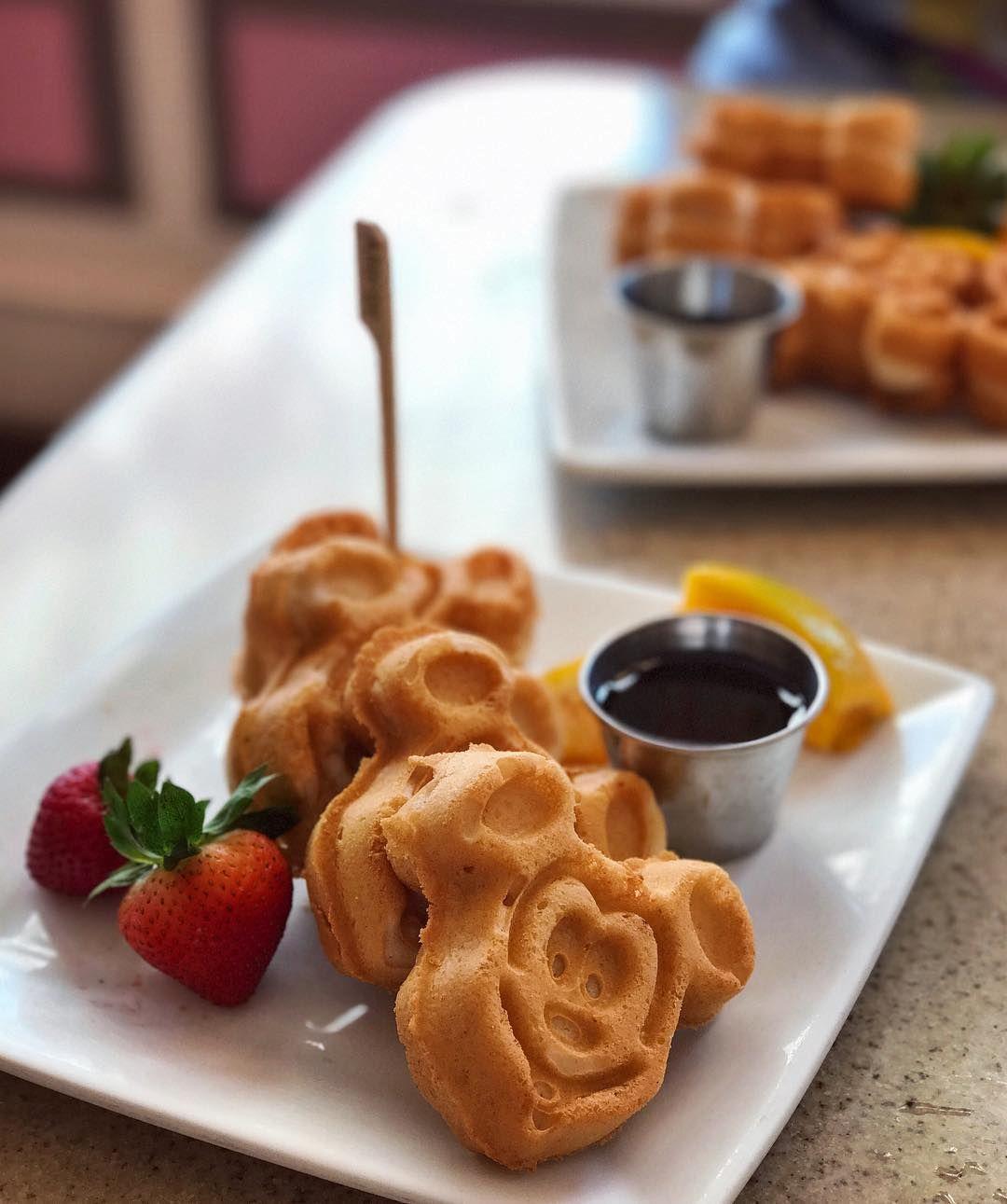 M I C K E Whaaat Vegan Food At Disneyland Yep That S Right And Plenty Of It Too Food Disneyland Food Vegan Waffles