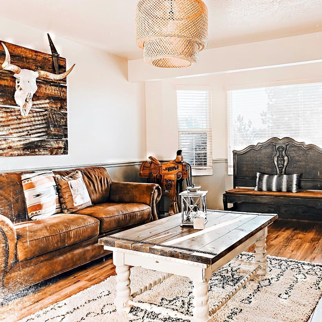 10 Western Decor Chelsey Boho Western On Instagram Let The House Hunting Begin We Are Down In Our New In 2020 Western Living Room Decor Home Ranch House Decor #western #style #living #room