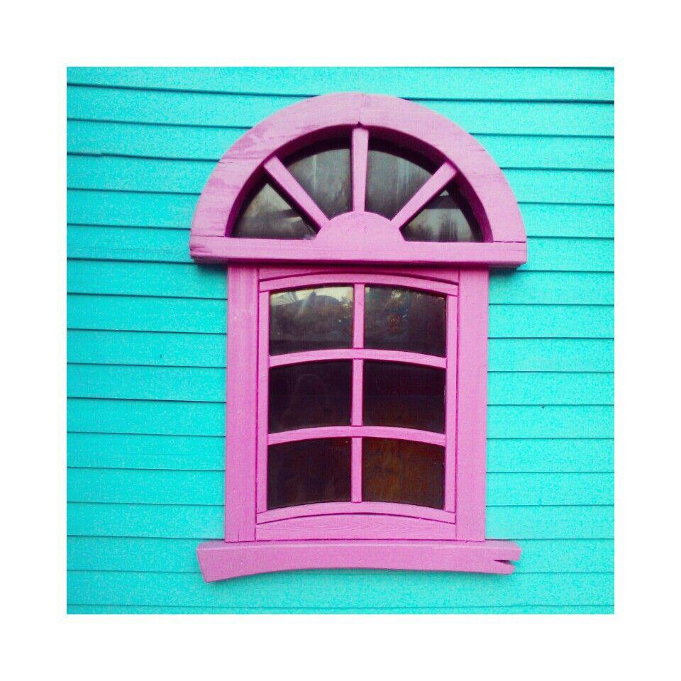 Window. Color blocking. Pink