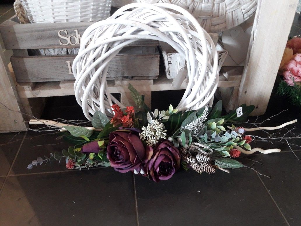 Pin By Ewa Charczuk On Wience Funeral Flowers Christmas Wreaths Flower Arrangements