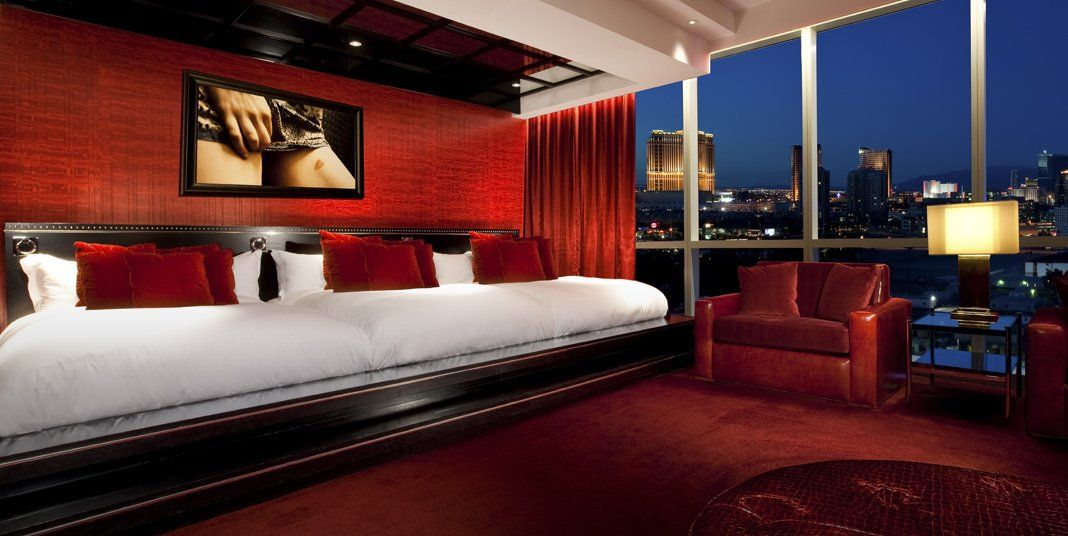 21 Insanely Lavish Hotel Suites To Stay In Before You
