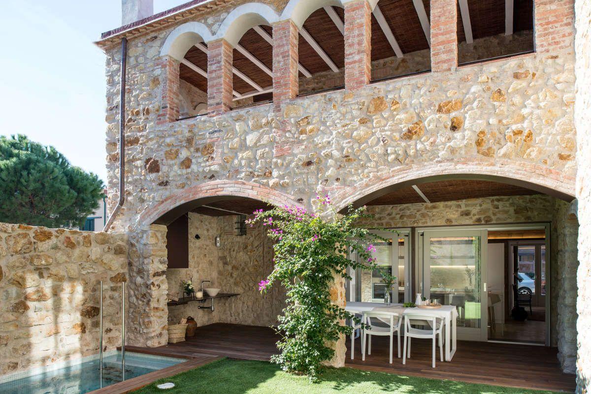 Arcos exteriores de piedra natural casa en venta pals for Disenos de casas rusticas de ladrillo