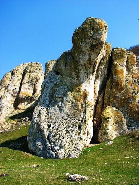 Romania Megalitica: Cheile Dobrogei, un tărâm al zeilor, dincolo de lumea reală. Marcahuasi, Peru? Cheile Dobrogei, Romania!