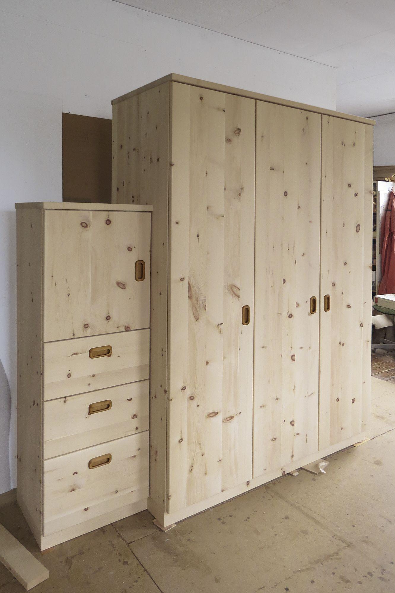 Schrankmobel Aus Zirbe Kleiderschrank Holz Kleiderschrank Massivholz Schrankmobel