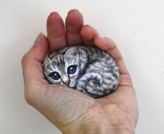 Cat and Kittens Painted Rocks, Pebble Animals, Hand Painted Stones, Cat Rock Painting, Pet Rock Art par Sarah Potton