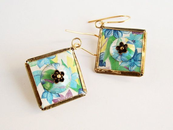 Recycled tin earrings with flowers and leaves par elisaboutique