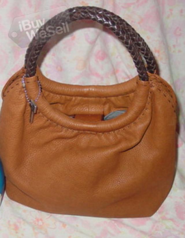 http://www.ibuywesell.com/en_AU/item/Ladies+Fashion+Bag+Rockhampton/65279/