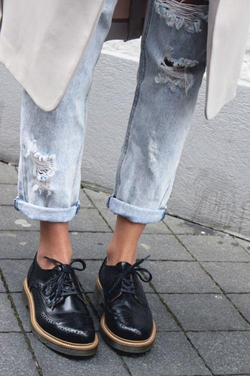 brogues zijn helemaal 'hot', ze mogen sowieso niet uit jouw schoenencollectie missen! Via Aldoor vind je de leukste brogues in de uitverkoop! #koopje #sale #mode #musthave #brogue #veterschoenen #boots #black #fashion
