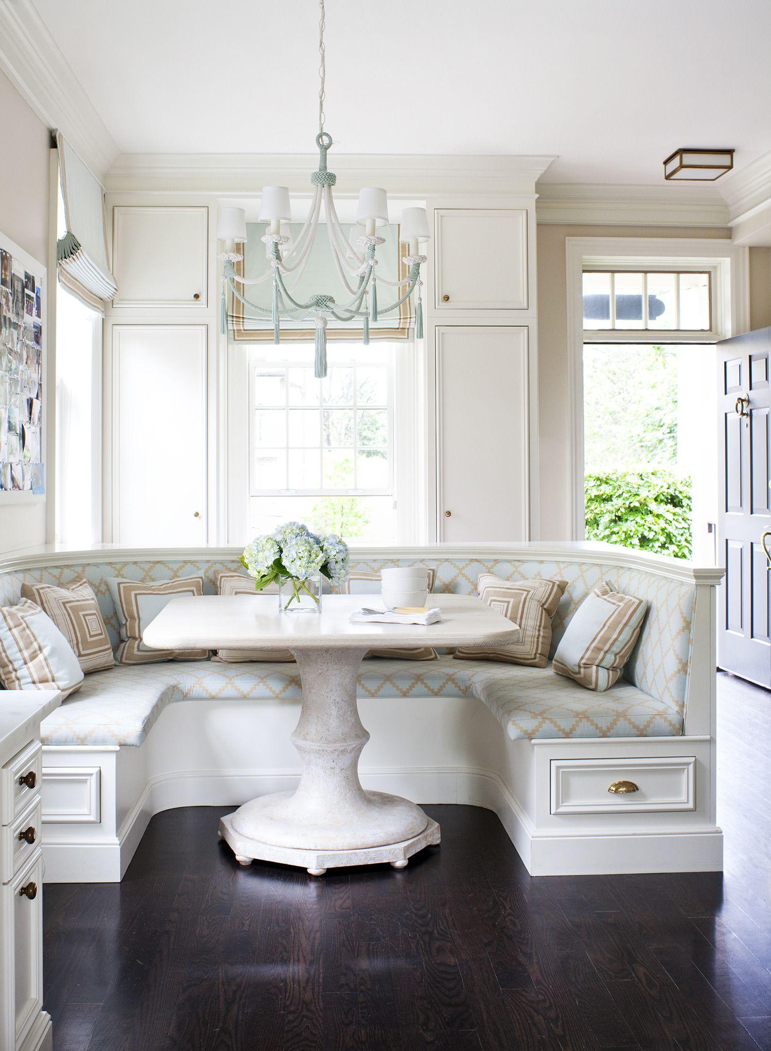 Kitchen nook banquet seating / Photography: Virginia Macdonald - www ...