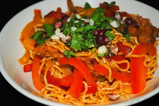 Zum Abendessen hat SteVi ein früheres LIeblingsgericht veganisiert: scharfe Thai-Spaghetti - schaut genial lecker aus!