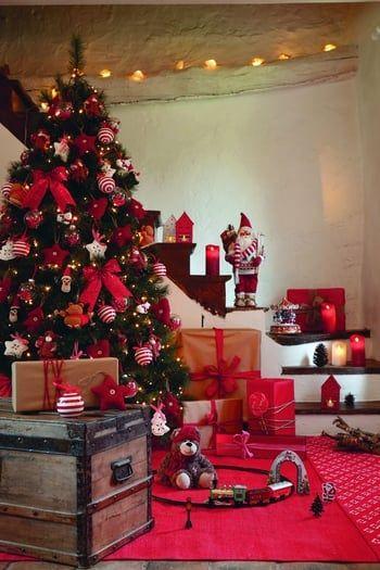 Le traditionnel sapin rouge et blanc Christmas Pinterest Holy - deco salon rouge et blanc