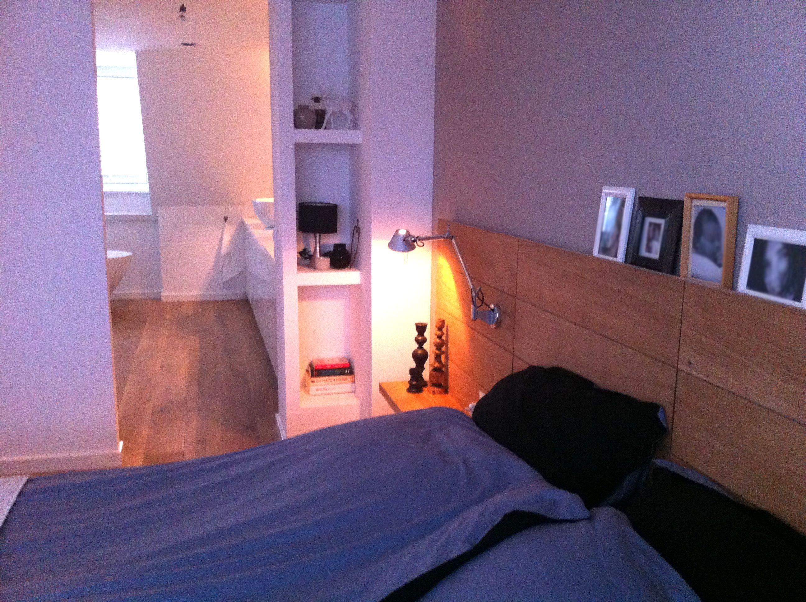 Slaapkamer en suite badkamer bedroom with bathroom hoofdbord bed