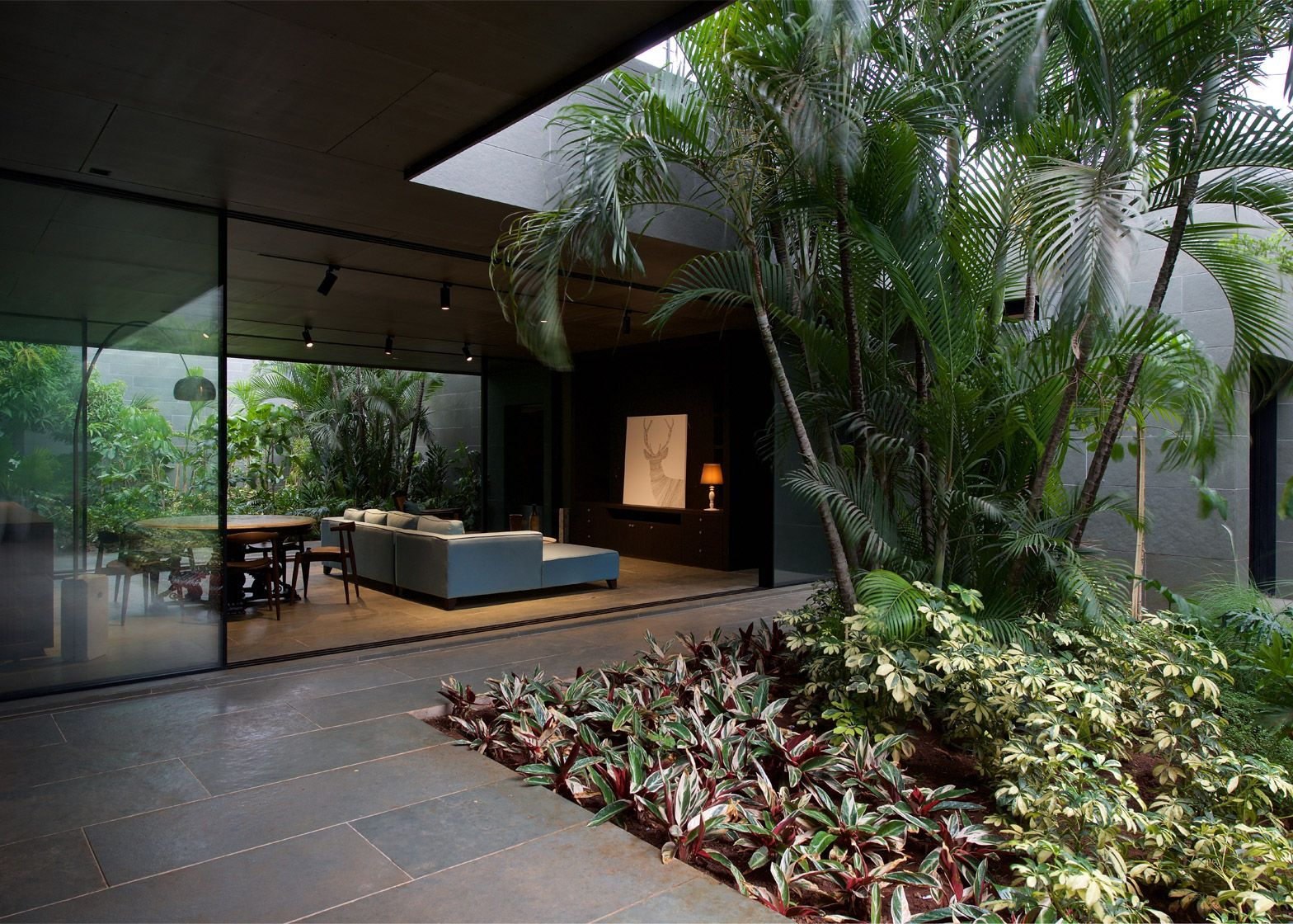 Spasm design use local kotah stone to clad indian house for Tropical house plans with courtyards