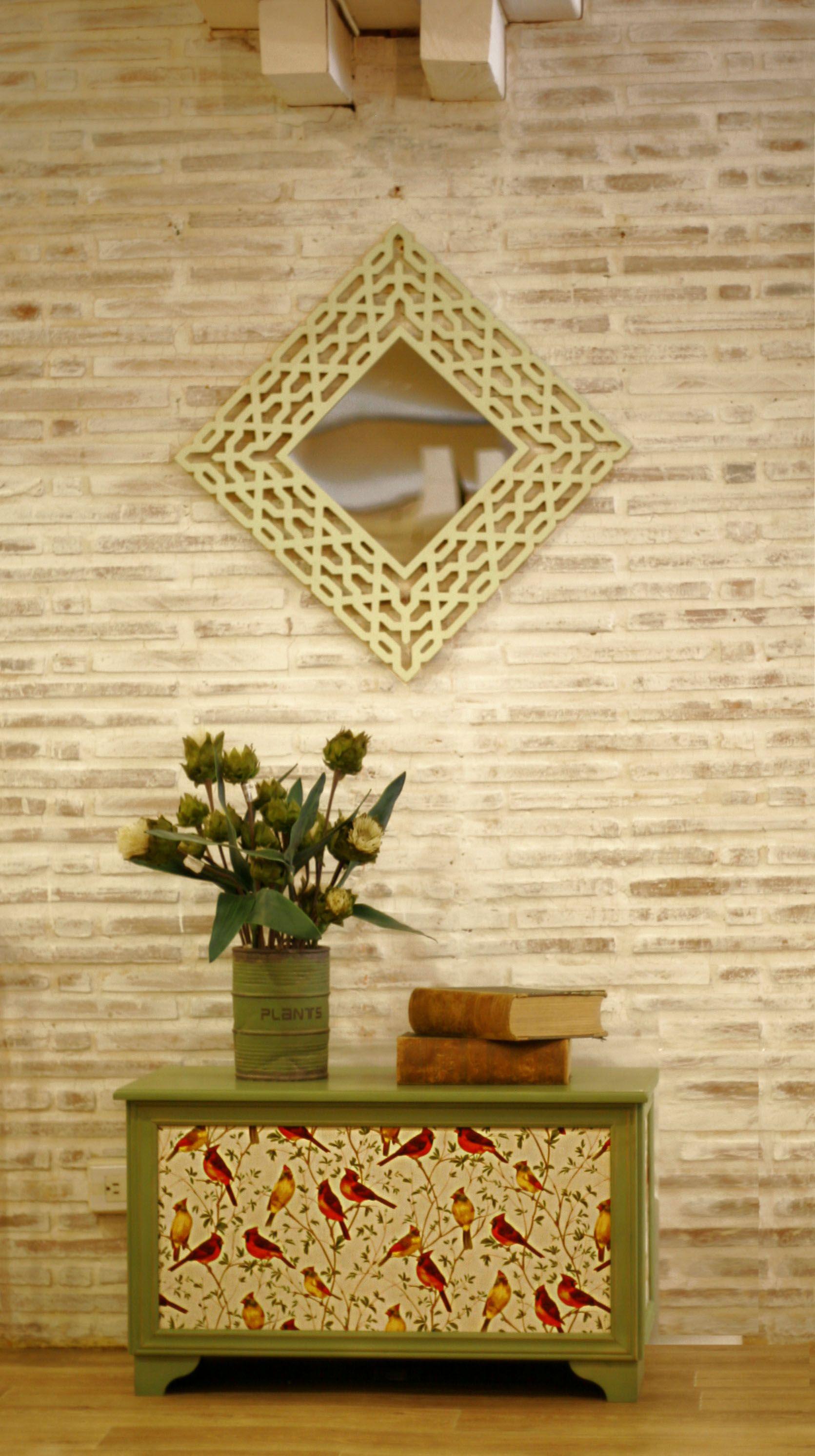 Tips decoración #Espejos  Uno de los elementos que más visten una pared son los #espejos. Tienen muchos beneficios para nuestro hogar. Nos aporta luz, sensación de #amplitud, dimensionan nuestros hogares y son elementos decorativos para lucir en cualquier lugar de la casa.