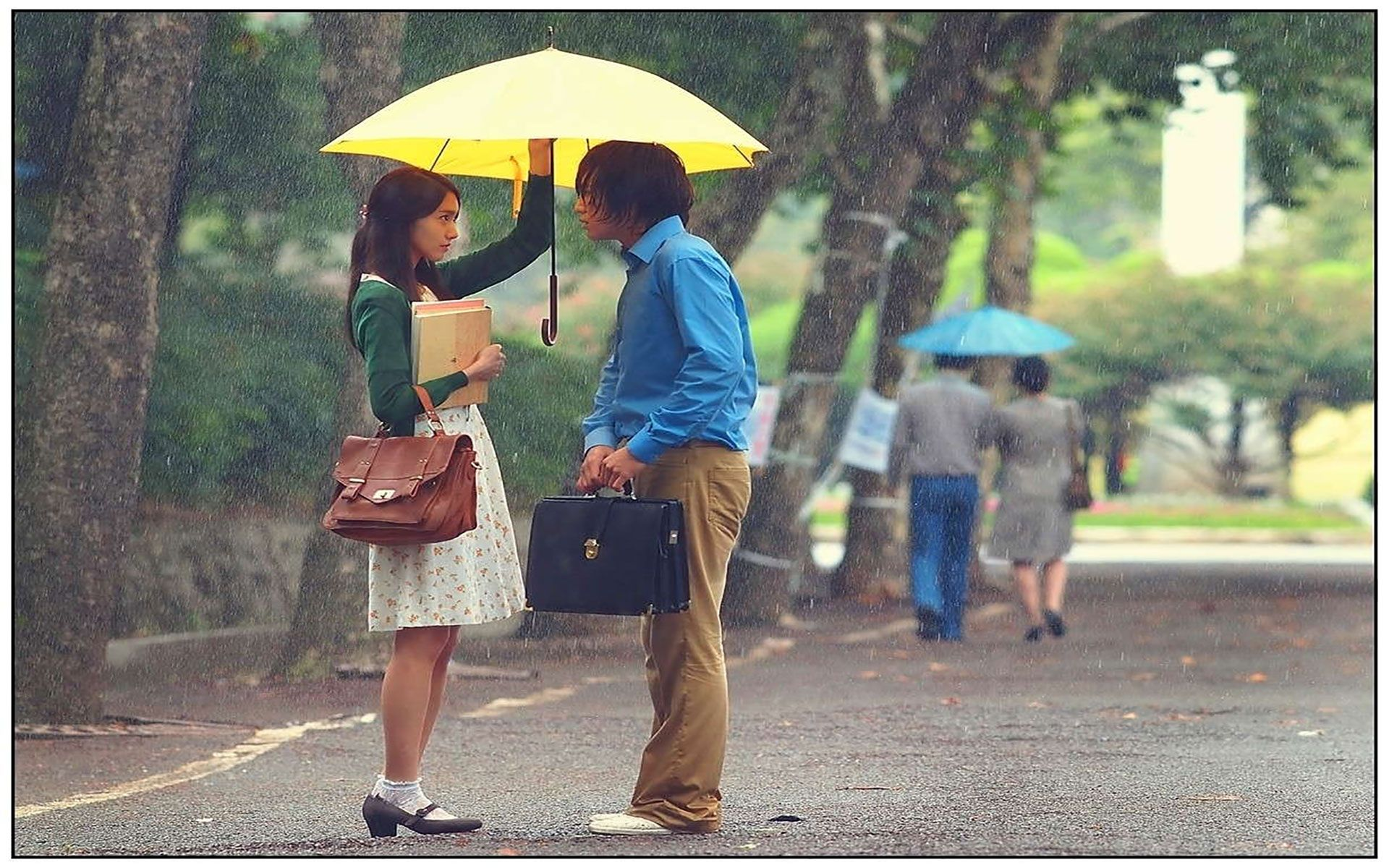 8k Rain Couple Wallpaper: First Impression Of Love In A Rainy Day