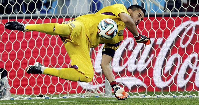 Sergio Romero stars with Brilliant Goal saves.