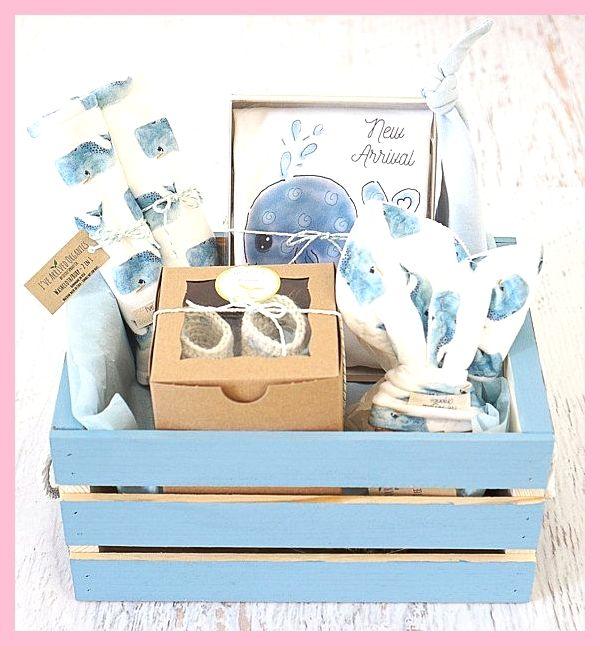 Baby Boy Gift Basket, Nautische Whale Theme, Organic Handmade, Baby Shower Gift, Bodysuit & Crate personaliseren, Organic Baby Gift,