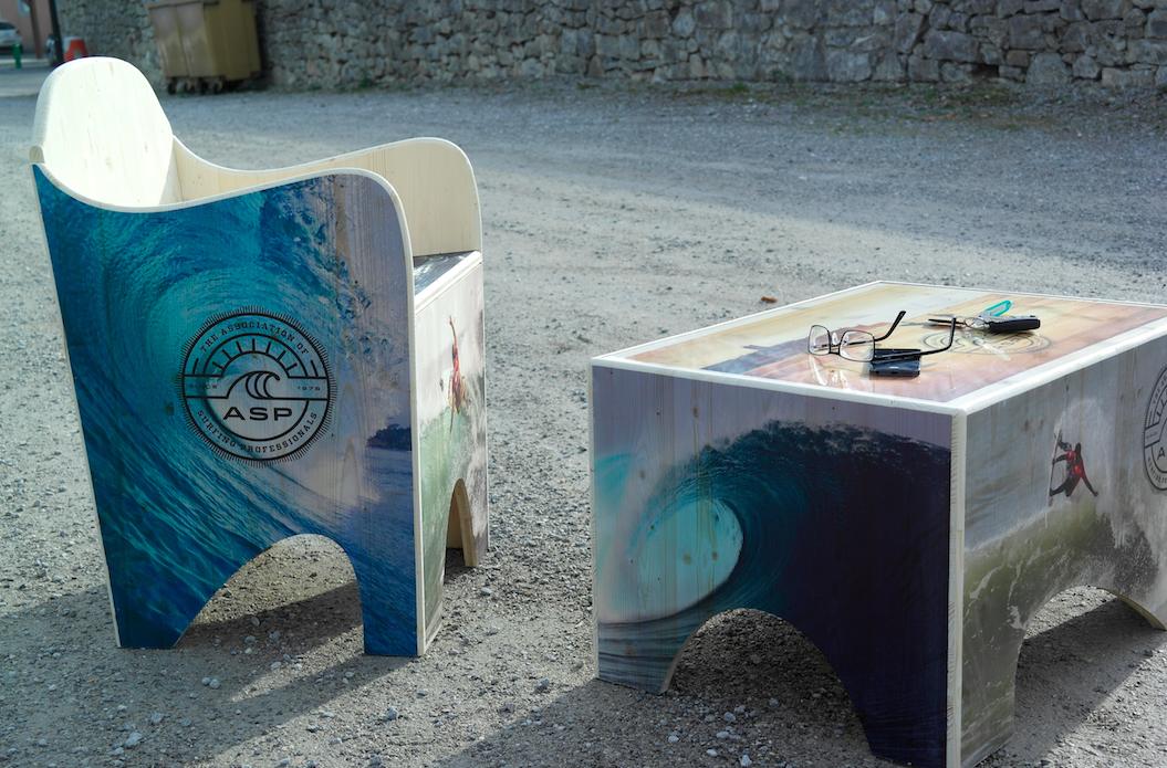 UNC Pro lance une nouvelle innovation, avec le mobilier en bois imprimé. Unique mondialement, les meubles en bois imprimé surprendront votre public, et s'adapteront parfaitement à tous vos univers. Pour toutes questions sur le mobilier en bois imprimé, écrivez-nous à contact@unc-pro.com ou rendez-vous sur www.unc-pro.com.