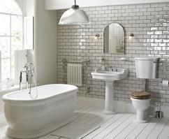 mooie colonial badkamer suite Vanheck badkamers, met kunststof ...