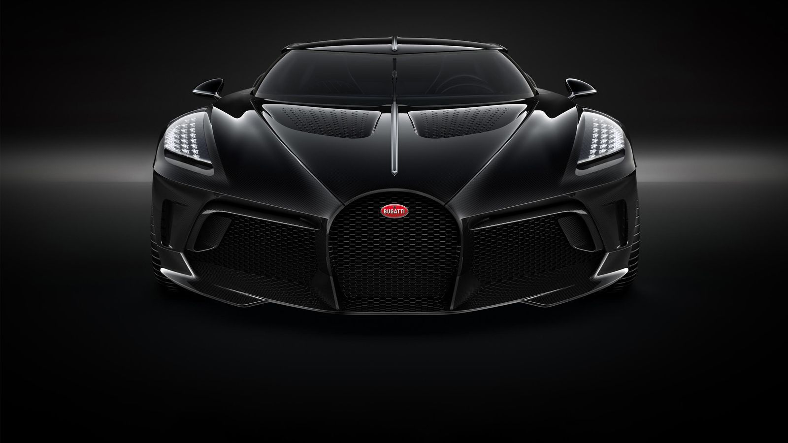 Bugatti La Voiture Noire Is A 12 4 Million One Off With Shades Of