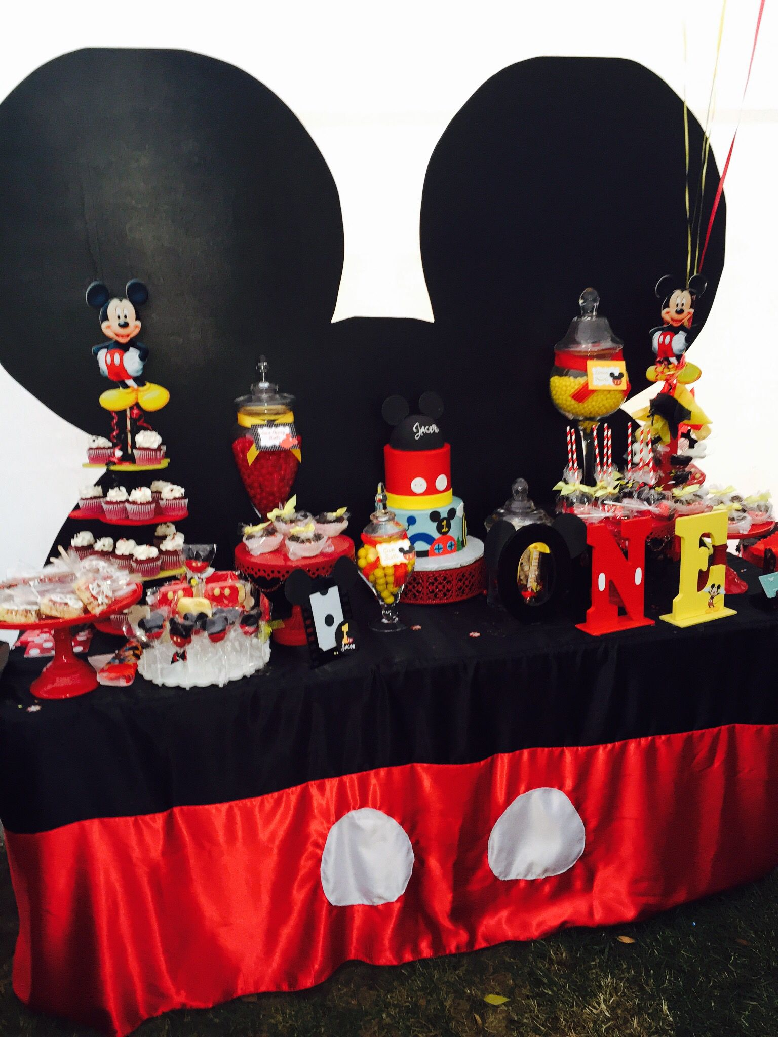 Sweets table / candy station a perfect treat for any sweet tooth to enjoy !