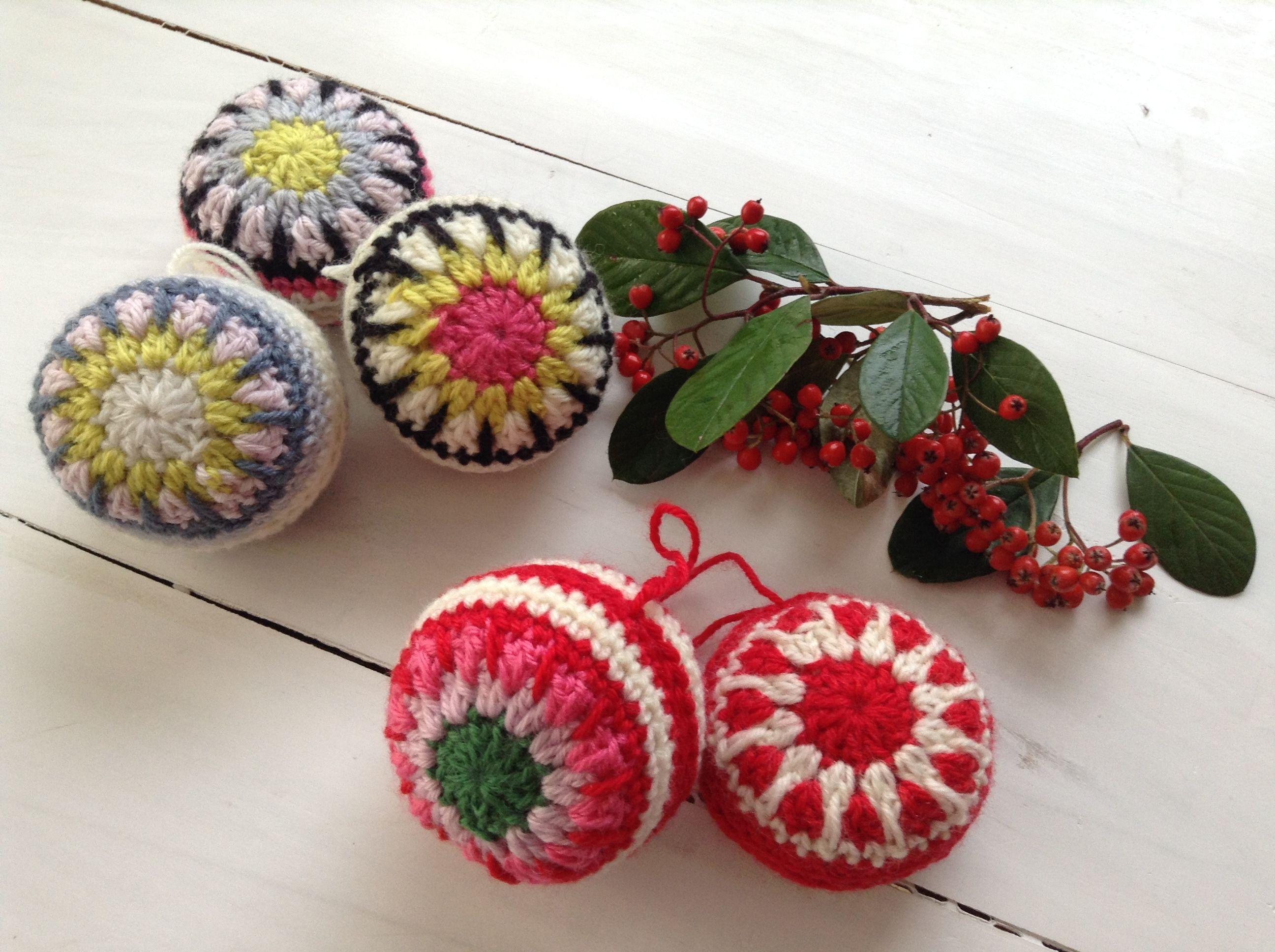 boules noel crochet crochet deco. Black Bedroom Furniture Sets. Home Design Ideas