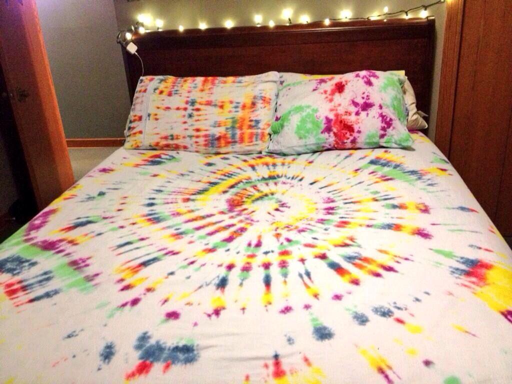 DIY TYE DYE SHEETS Tie dye bedding, Tie dye crafts, Tie