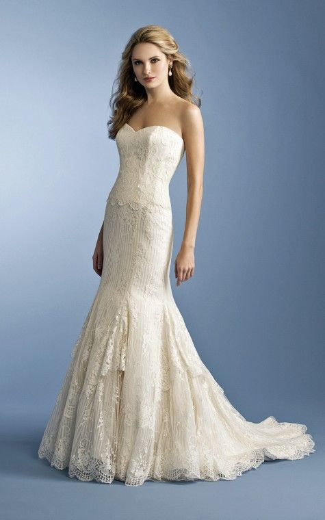 Chantilly lace wedding gown by Anne Barge. Classically chic ...