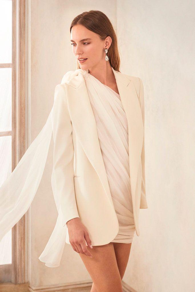 Vestidos de novia cortos: cómodos y fabulosos para el gran día