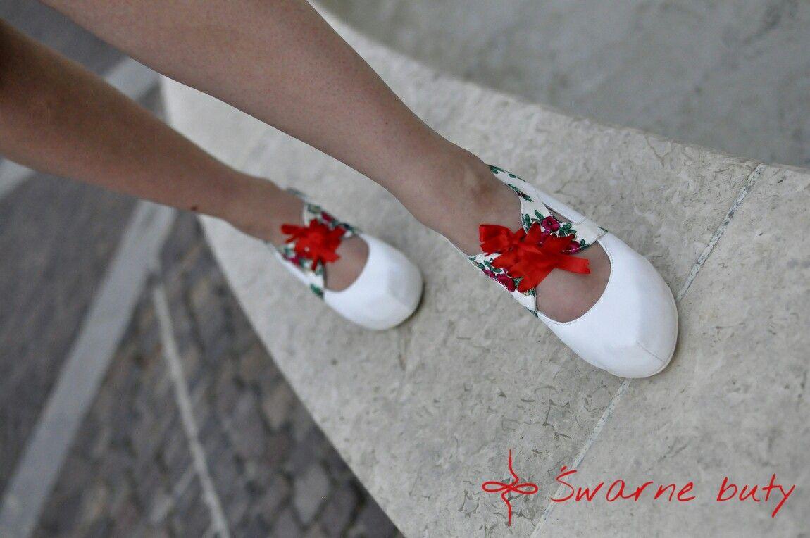Fotograf Na Wesele Fotografia Slubna Panna Mloda Buty Do Slubu Buty Slubne Czerwone Szpilki Kolor Przewodni Wesela Inspiracje Slubne Heels Pumps Shoes