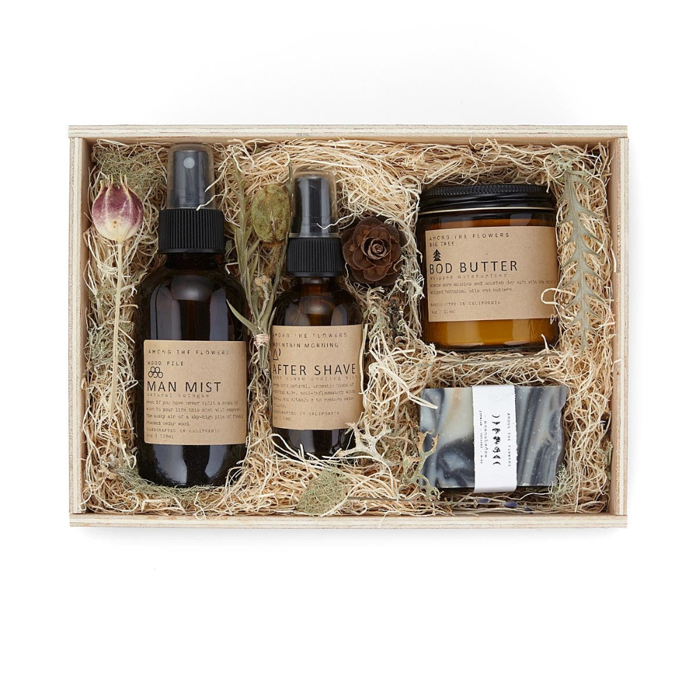 This woodsy grooming kit offers a bounty of greatsmelling