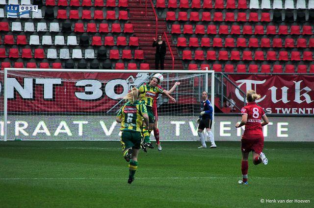 De vrouwen van FC Twente hebben net als de mannen nog steeds kans om kampioen te worden van de eredivisie. Donderdag stond de topper tegen ADO Den Haag op het programma. Twente verloor met 0-2, waardoor ADO FC Twente nu tot 1 punt genaderd is.    Foto: Hier vind je de beste tips[ hoe je een vrouw versierd| een duurzame relatie start|om vrouwen te versieren|voor een lange relatie] paypro.nl/producten/Vandaag_Vrouwen_Versieren/3658/19509