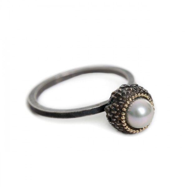 Eikedop - ring (gezwart zilver) - Maartje Trooster WWW.MADEINZWOLLE.NL