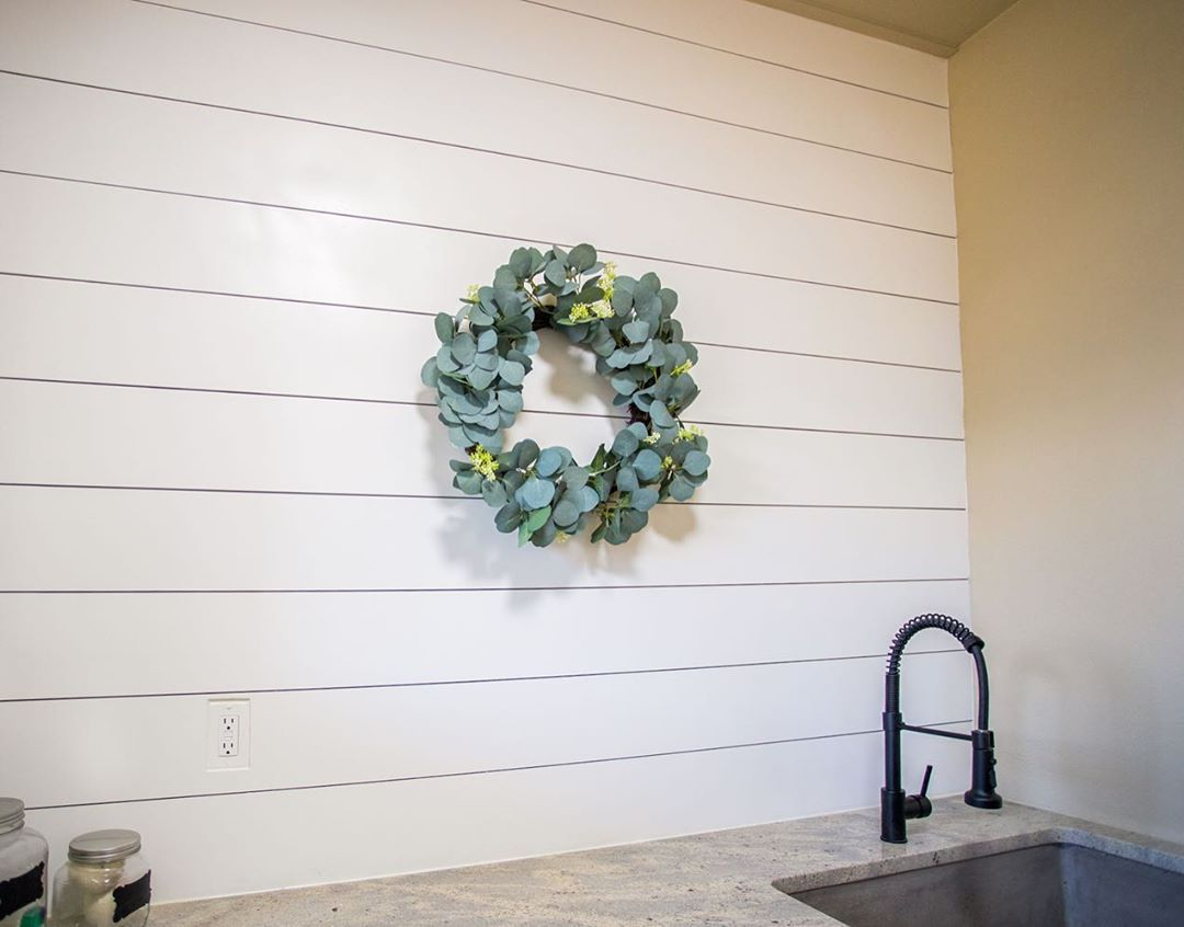Back again with our DIY accent wall series! Shiplap is a modern farmhouse essential - and for good reason! This accent wall is super easy to install and uses our S4S boards. Full step-by-step instructions are available on woodgrain.com/blog! . . . . . . . . . . #woodgrain #wearewoodgrain #familybusiness #doityourself #DIY #interiors #shiplap #photooftheday #dailydecordose #DreamHome #houseenvy #home #homeinspiration #homedesign #homedecor #homedeco #homeinterior #homeinteriors #interiorinspo #in