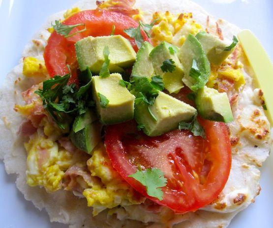 Arepa con Huevo y Jamon Gratinada (Arepa with Egg and Ham Al Gratin)